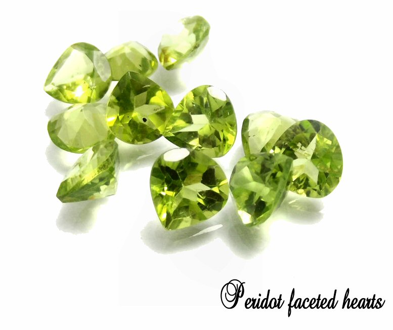 peridot_heart_4mm_faceted_fine_a_quality_a